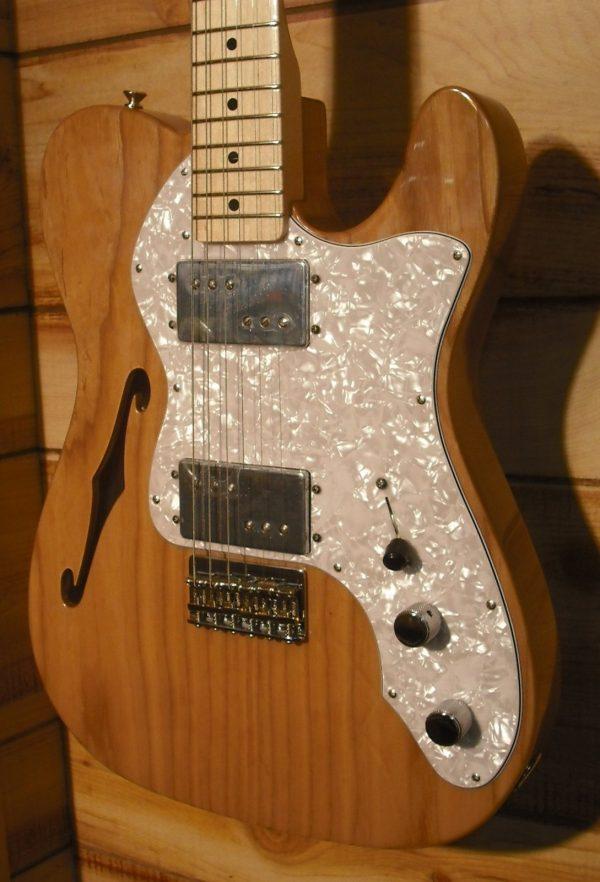 Fender® Classic Series '72 Telecaster® Thinline Maple Fretboard Natural w/Gigbag